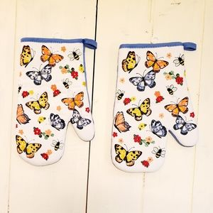 Other - 🆕️ Butterfly Oven Mitts